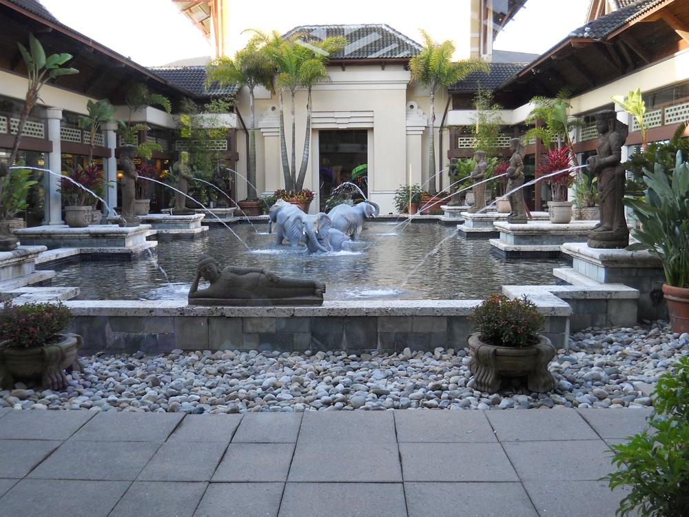 Loews Royal Pacific Resort Universal momspark.net fountain