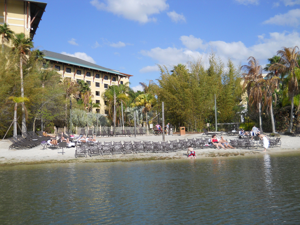 Loews Royal Pacific Resort Universal momspark.net boat ride