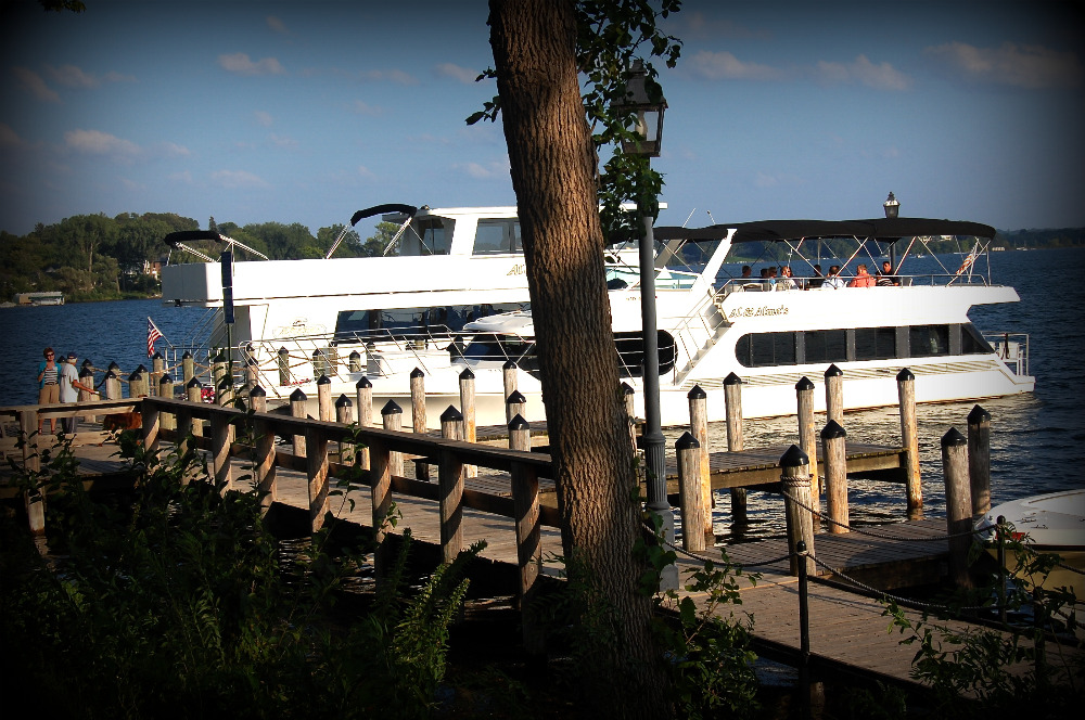 dinner cruise on Lake Minnetonka