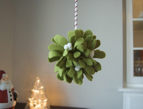 DIY Felt Mistletoe Craft Christmas