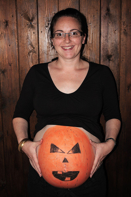 pregnant halloween pumpkin belly ss Basketball 225x300 10 Awesome Halloween Costume Ideas For Pregnant Chicks