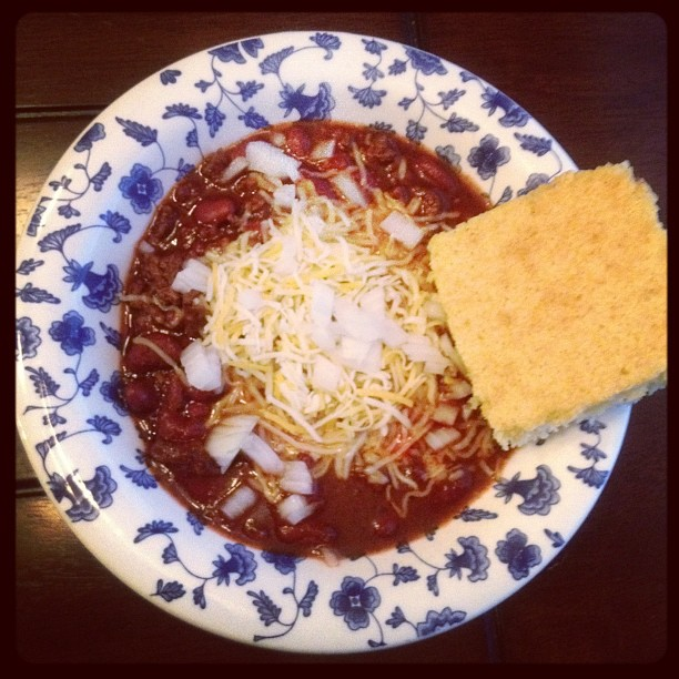 Easy Chili and Sweet Cornbread Recipe
