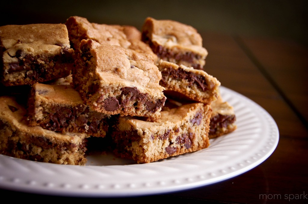 Chocolate Chip Cookie Bars 2 MomSpark.net