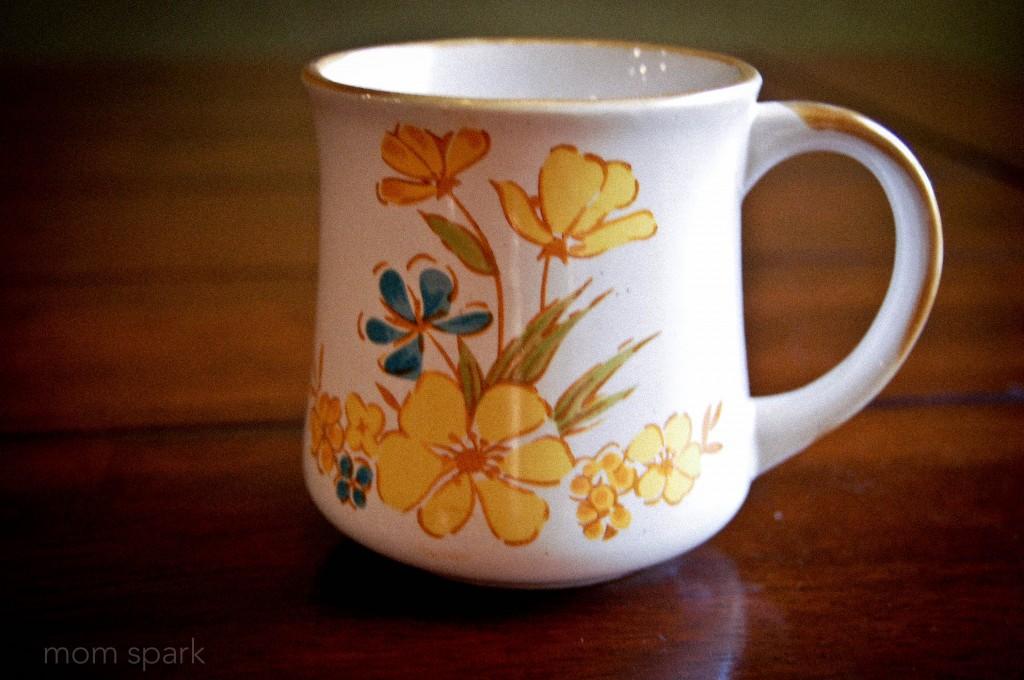 Thrift Store Retro Flower Mug MomSpark.net