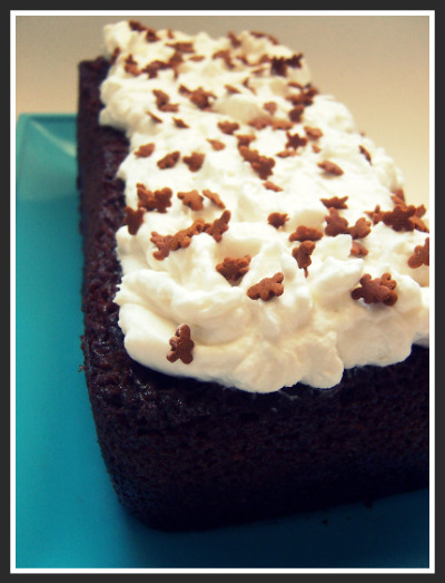 cold-tea-gingerbread-with-whipped-cream-cheese-frosting-momspark.net_