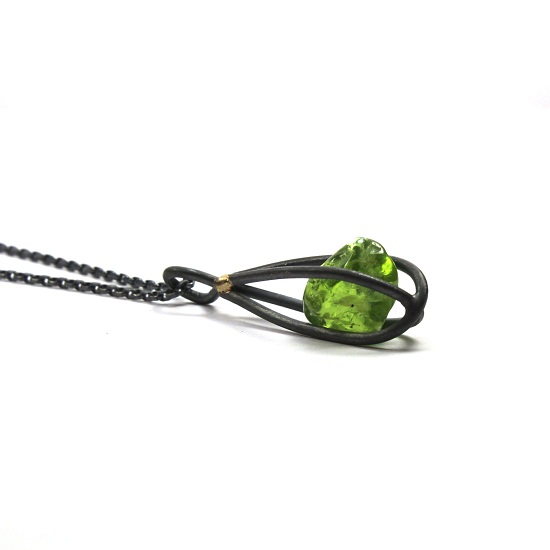 green jewel rock pendant necklace