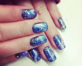 blue sparkly winter nails - big.jpg