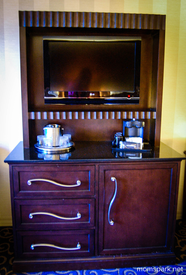 Disneyland Hotel Dresser momspark.net