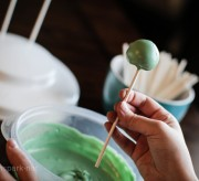 How to Make Cake Pops - Cake Pop is Coated momspark.net