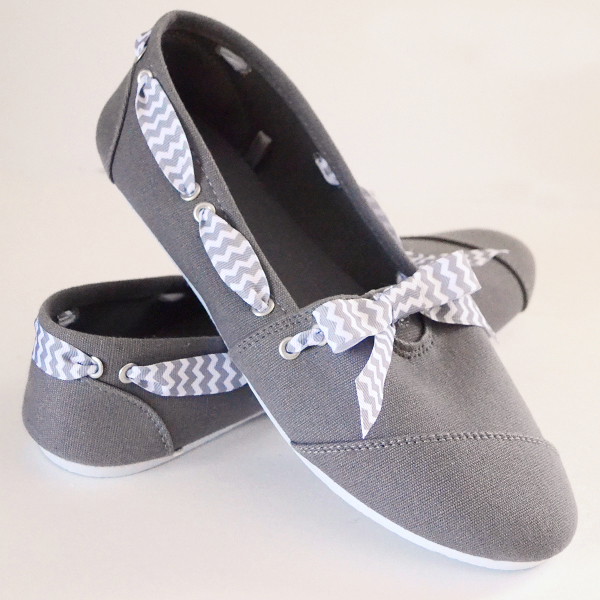 Shoe Makeover: Bows and Rivets