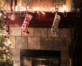 red-envelope-christmas-mantel-6