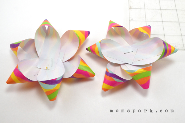 Diy paper bow craftbnb diy paper gift bows mom sparka trendy blog for momsmom blogger solutioingenieria Images