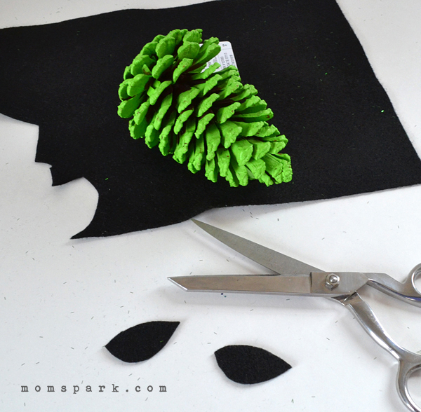 You can make simple and completely sweet ornaments out of pine cones!