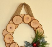 Make a rustic wood slice wreath perfect for all winter long!