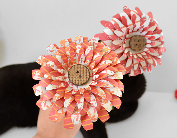 Cut and piece together fabulous paper flowers. Kitschy cute!