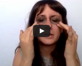use coconut oil to remove face and eye makeup