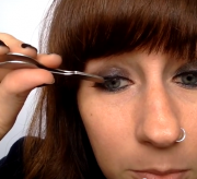 An Easy Way to Apply False Eyelashes