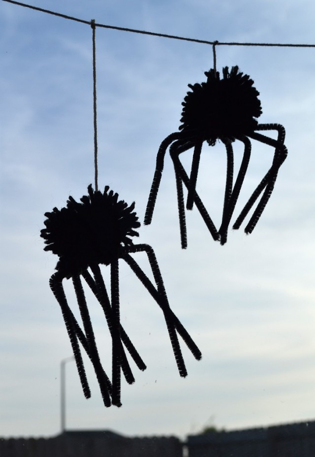 Turn yarn and pipe cleaners into a super cute spider garland!