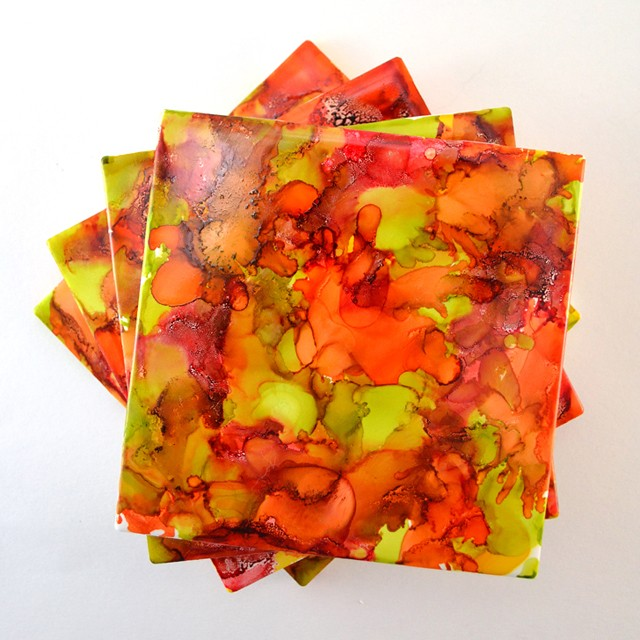 Bring Autumn colors into your home easily with this fun marbled coaster project!