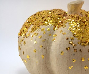Grab some glitter and let's make some glam pumpkins! Glitter pumpkins are all the rage and it's easy to see their flashy appeal!