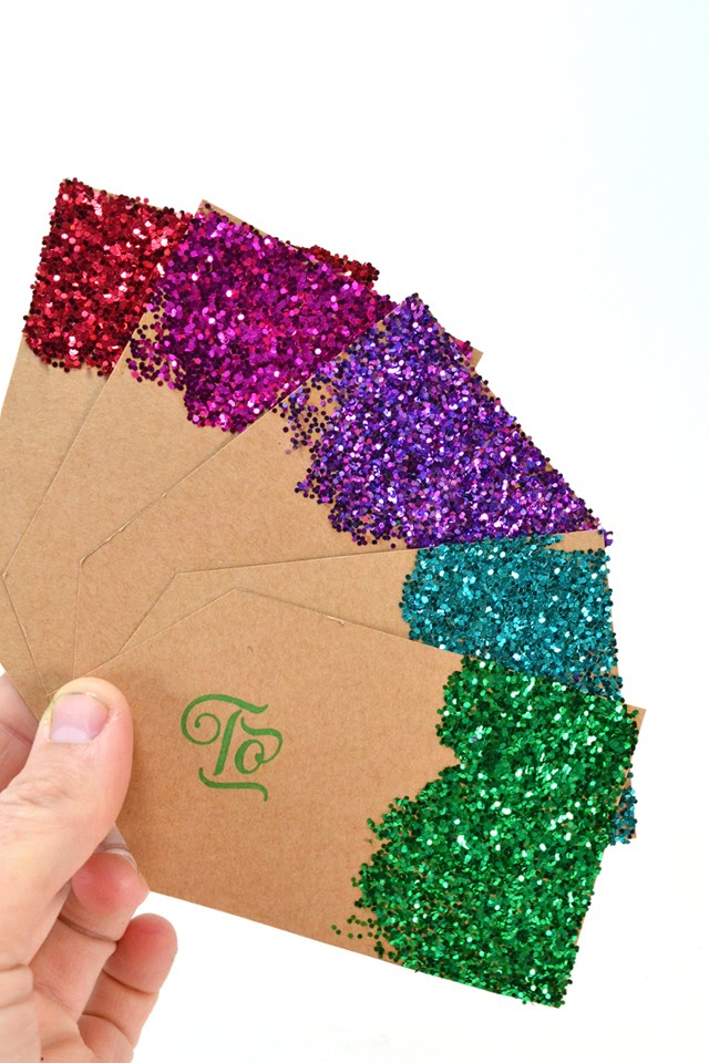 Get your glitter on with these fabulously made from scratch gift tags. No fancy cutting machines, no expensive premade tags in this tutorial! Grab your favorite card stock and the free printable to make your own!