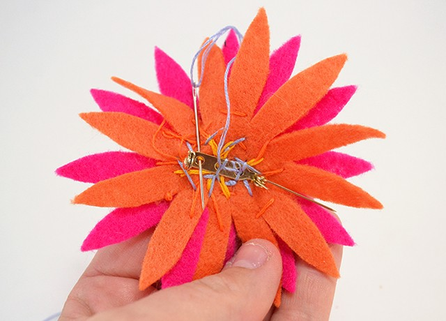 felt-flower-pin-tutorial-008