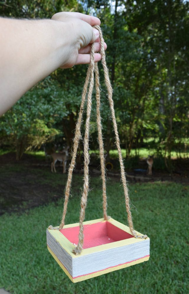 This color block birdhouse is so easy to make! Keep your feathered guests happy and well fed!