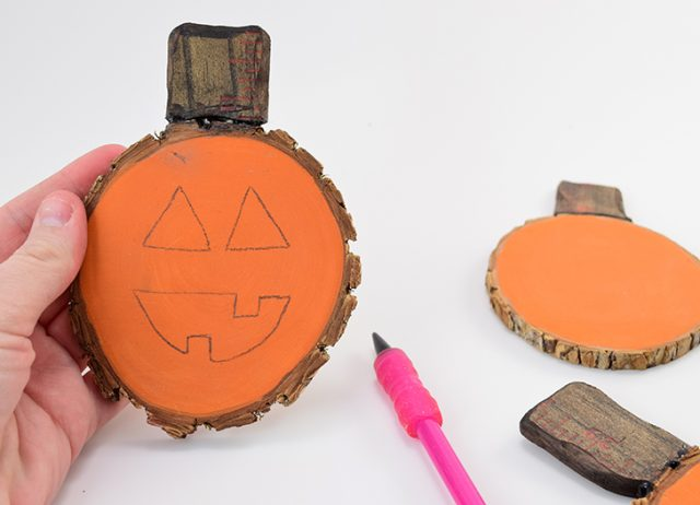 These jack-o-lantern pumpkin wood slice coasters are the cutest!