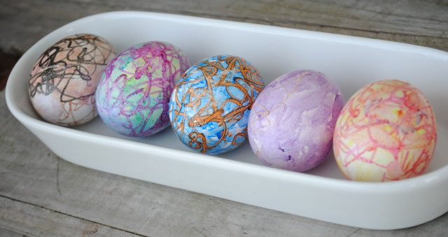 Melted Crayon Easter Eggs! I love using crayons to make art. These melted crayon craft projects are perfect for an afternoon DIY.