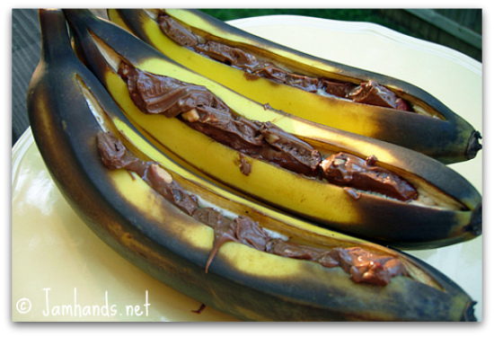 Grilled Bananas with Chocolate momspark.net