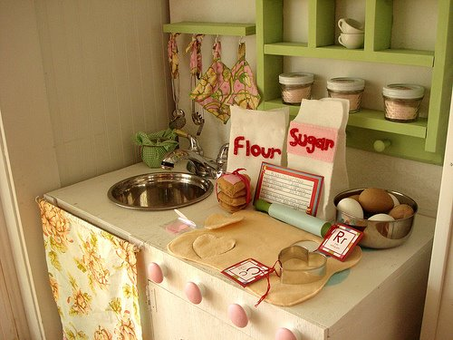 Small play kitchen mom spark mom blogger for Playroom kitchen ideas