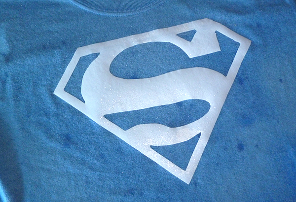 DIY: Superhuman T-shirt Bleach Dye Craft momspark.net