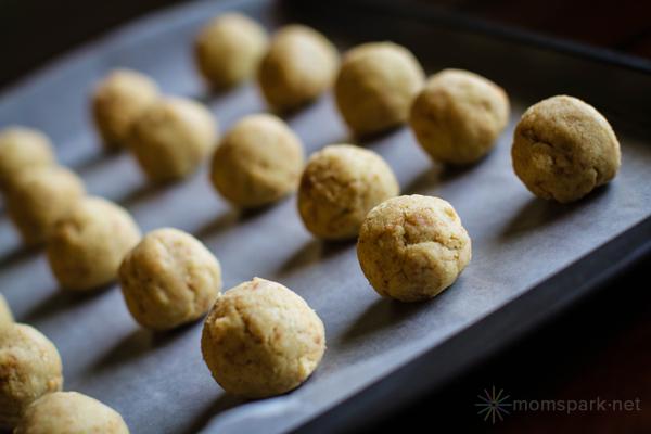 How to Make Cake Pops - Cake Pop Balls on Cookie Sheet momspark.net