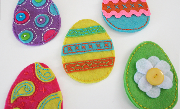 Easy Easter Felt Egg Pouches Craft Tutorial - So now that there are little ones to hunt eggs in my family my  mother buys plastic eggs like crazy, terribly afraid that a child is going to jam a time release stink bomb somewhere that cannot be found. The plastic ones are okay, but they can be really impersonal and the whole fun of Easter is that it's an arts and crafts fest of decorating, right? With Easter looming right around the corner, I bought up a bunch of felt and started working on a plastic egg alternative!