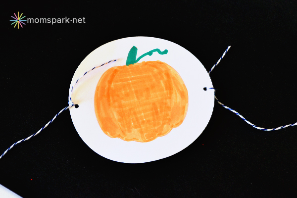 Easy Halloween Kid's Craft Thaumatropes Tutorial