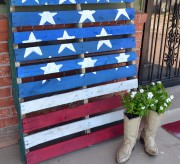 Turn pallets into an American flag. Huge decor on the cheap for your front yard or party!