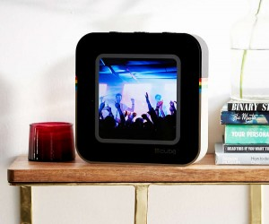 The #Cube (Instacube) Steams Instagram Images in Photo Frame!