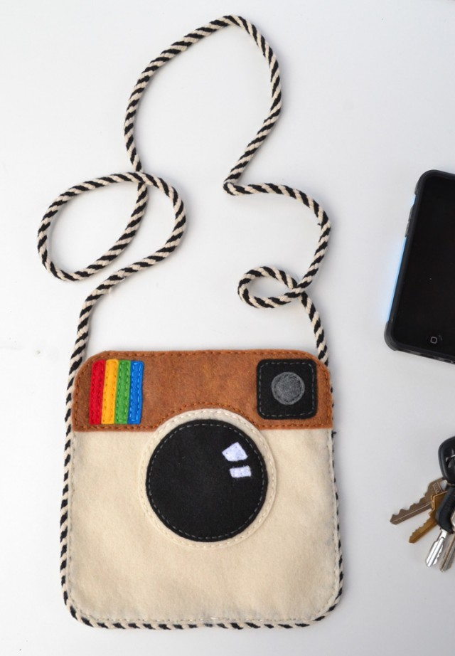 Make an Instagram felt purse with free pattern. It's so cute and so cheap to make!