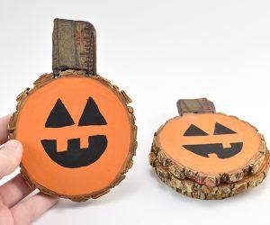 These jack-o-lantern pumpkin wood slice coasters are the cutest!