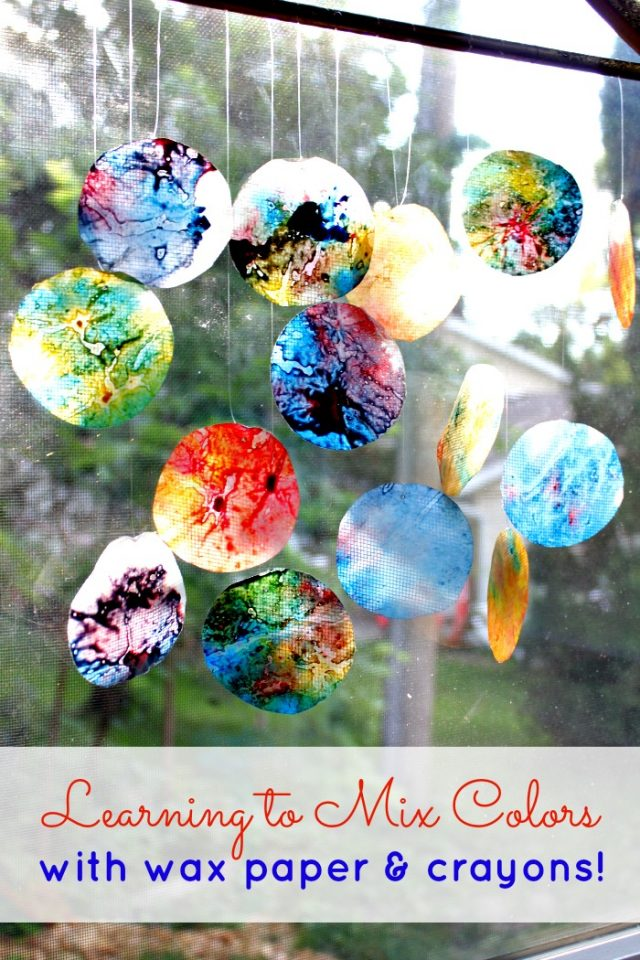 Wax Paper Crayon Melts Craft! I love using crayons to make art. These melted crayon craft projects are perfect for an afternoon DIY.